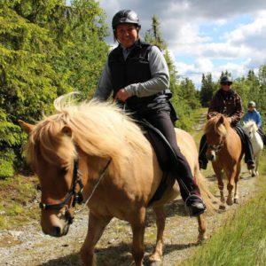 Hilde Sandberg og Adam, en av Gandurs trofaste tur-verter. Foto: